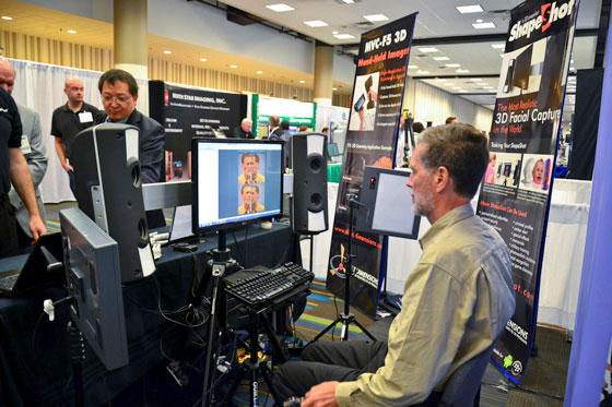 Nicholas Hellmuth during a face scanning demonstration